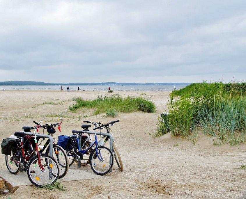 Aktivurlaub Ostsee Fahrräder Strand
