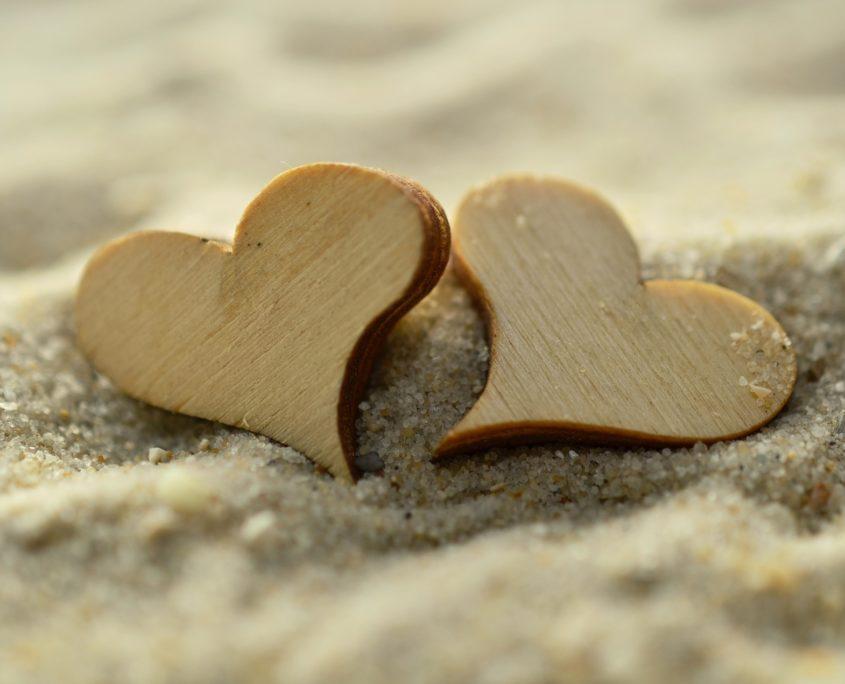 Kurzurlaub Valentinstag Strand Herzen