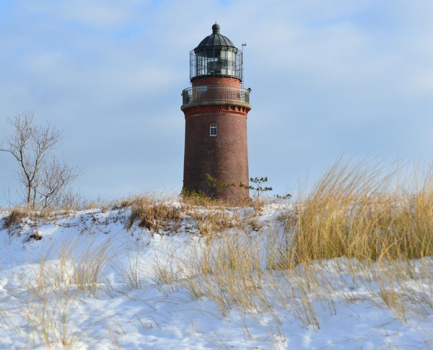 """Leuchtturm """"Darßer Ort"""" im Winter"""