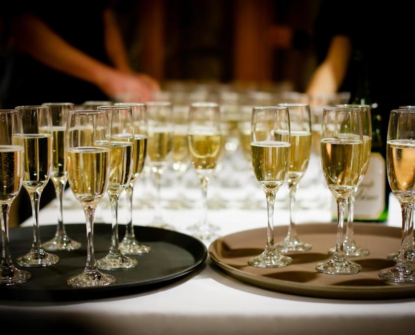 Champagnergläser bei einer Veranstaltung